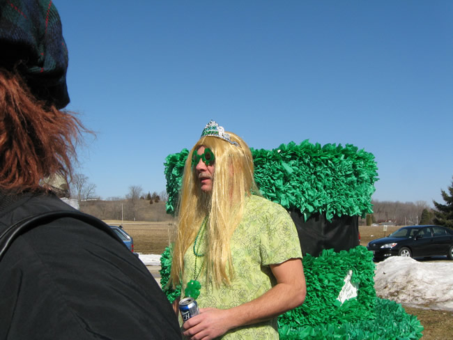 /pictures/ST Pats Float 2009 - No snow our guys keep draging/IMG_1334.jpg