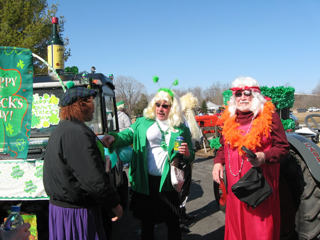 /pictures/ST Pats Float 2009 - No snow our guys keep draging/IMG_1342.jpg