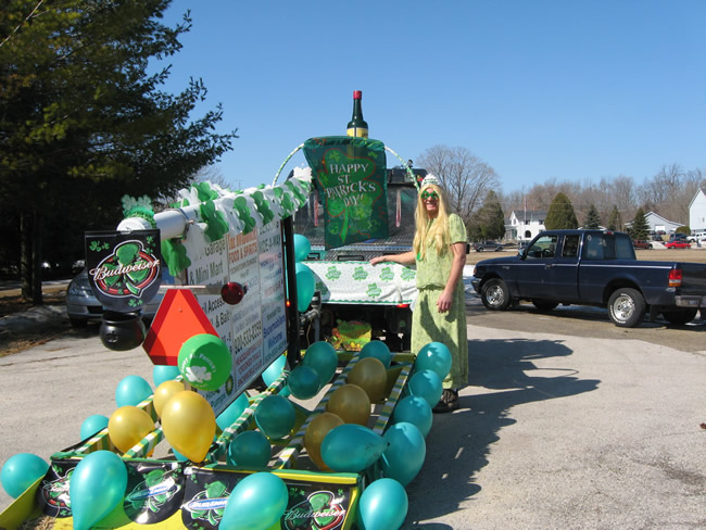 /pictures/ST Pats Float 2009 - No snow our guys keep draging/IMG_1355.jpg