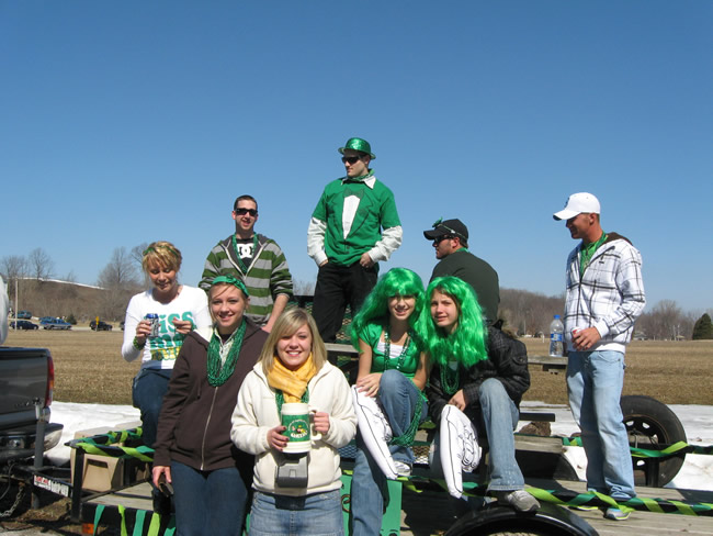 /pictures/ST Pats Float 2009 - No snow our guys keep draging/IMG_1363.jpg