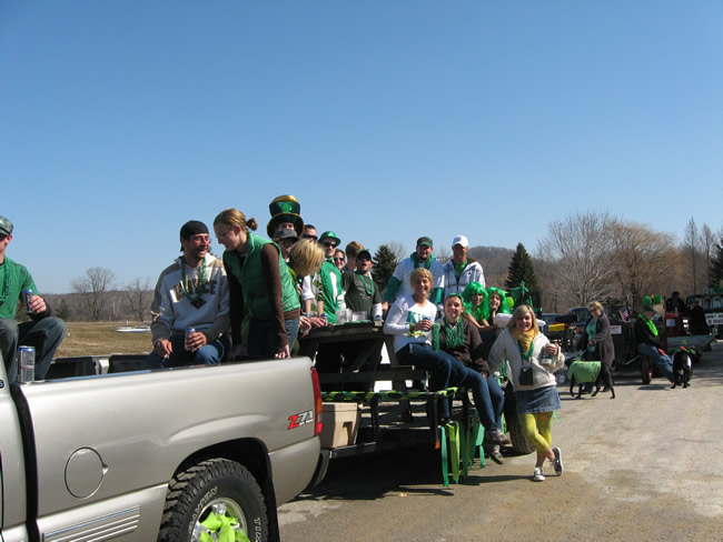 /pictures/ST Pats Float 2009 - No snow our guys keep draging/IMG_1364.jpg