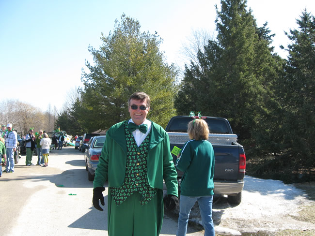 /pictures/ST Pats Float 2009 - No snow our guys keep draging/IMG_1367.jpg