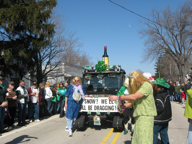 /pictures/ST Pats Float 2009 - No snow our guys keep draging/IMG_1410.jpg